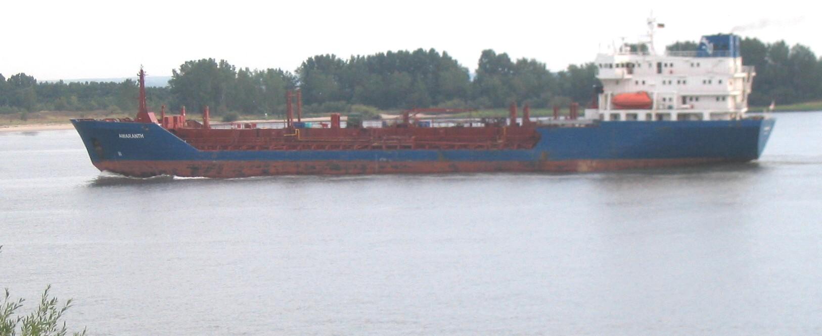 tankschiffamaranthausschnitt3elbe200809.jpg